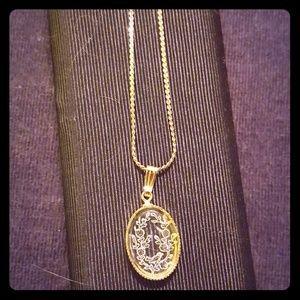 Vintage David Aubrey gold tone cameo necklace